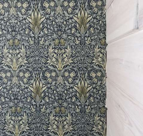 Yläkerran kammarit – lattia ja seinät